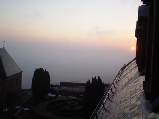 Altitona (Massif du Mont-Sainte-Odile, Alsace) - L'aurore.